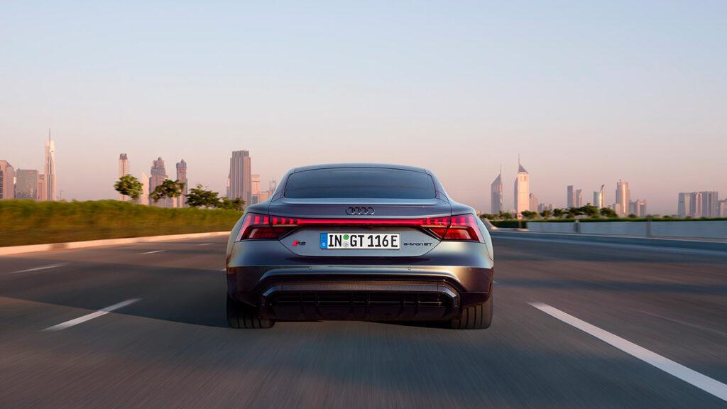 Vista exterior trasera del Audi RS e-tron GT
